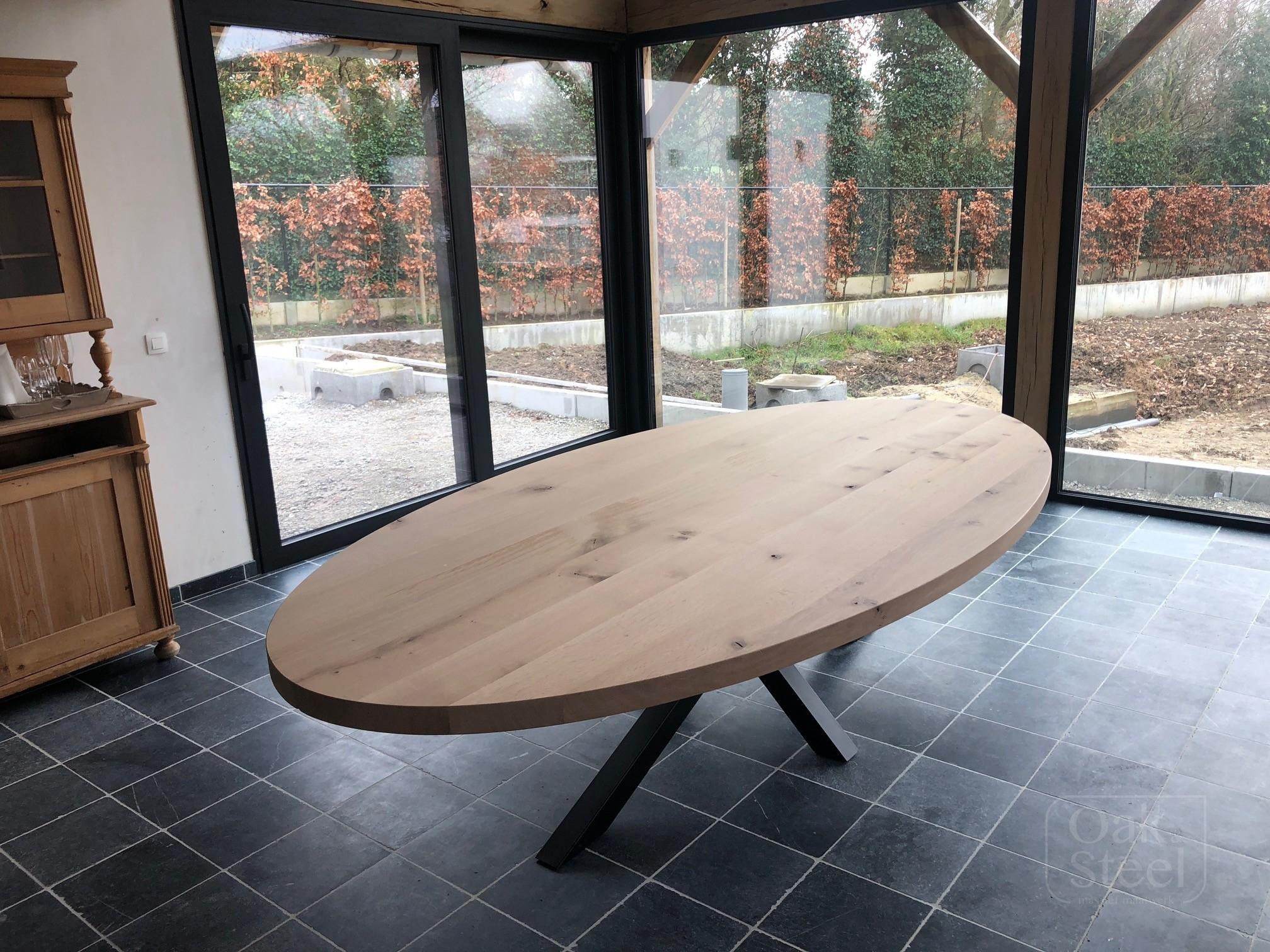 Ovale eettafel oak & steel