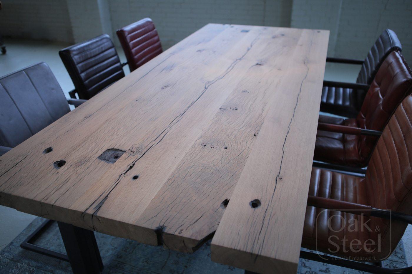 Robuust industriële tafel van gebruikt oud eiken