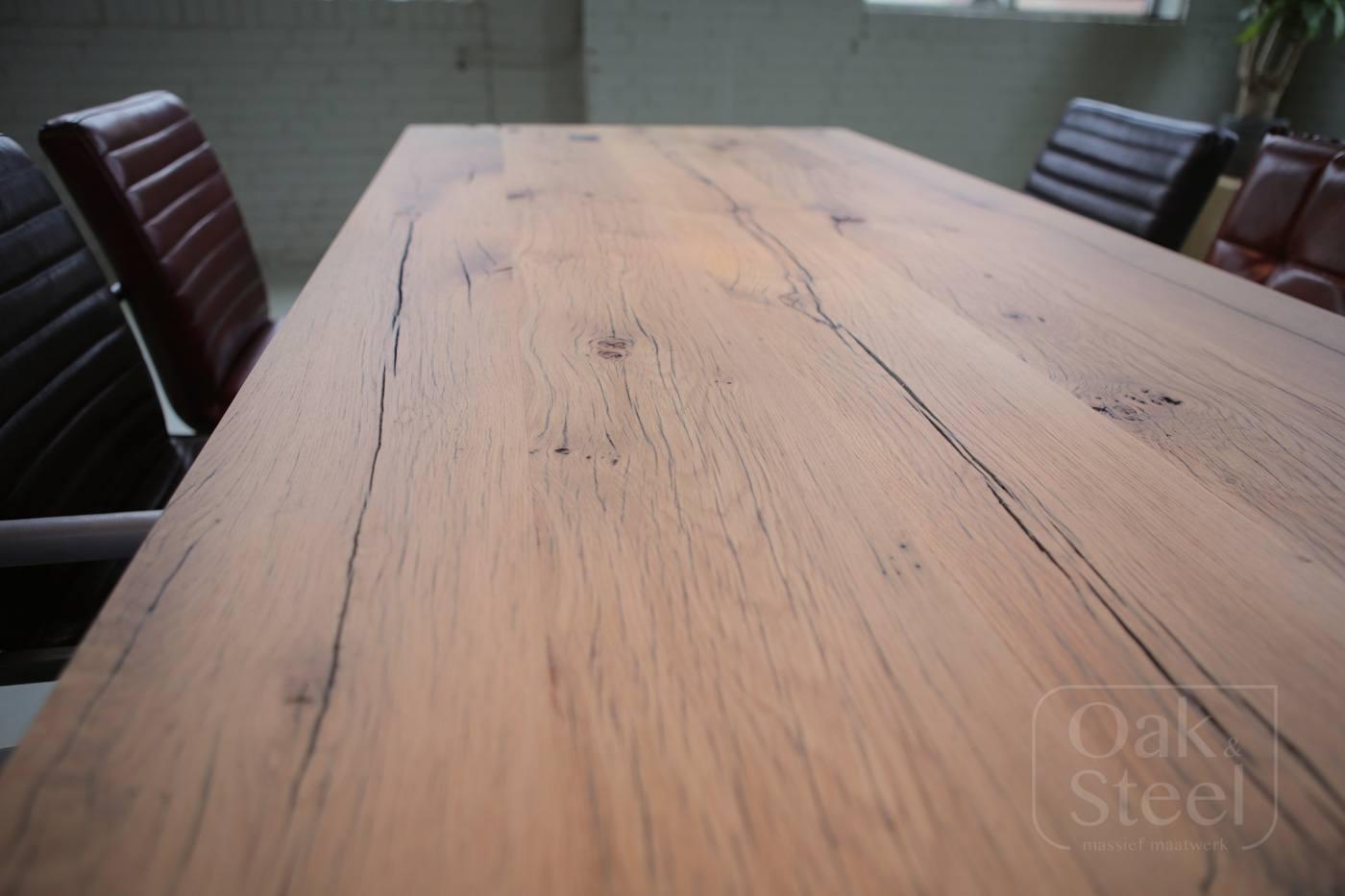 Robuuste tafel industrieel van Oud Eiken